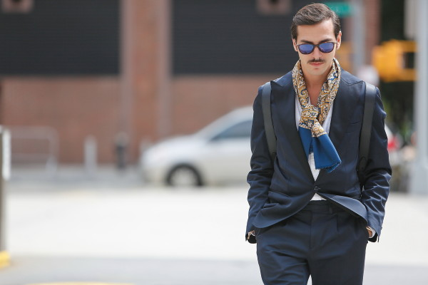 streetstyle_new_york_fashion_week_roberto_de_rosa_sunglasses_blue