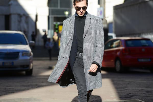Roberto De Rosa streetstyle MMFW Day 3: Un cappotto in tessuto Principe di Galles