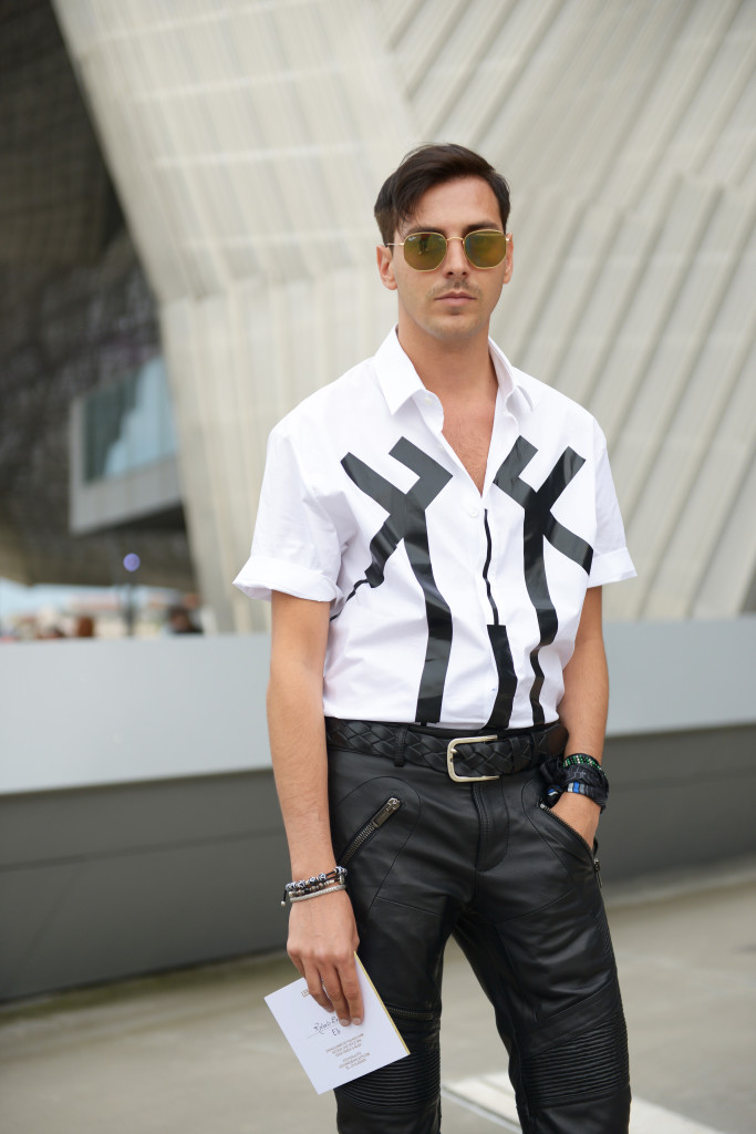Roberto De Rosa indossa un outfit rock per l'estate 2016 di Les Hommes