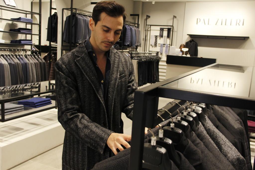 Roberto De Rosa da Pal Zileri, 2 outfit per le feste natalizie a Castel Romano Designer Outlet