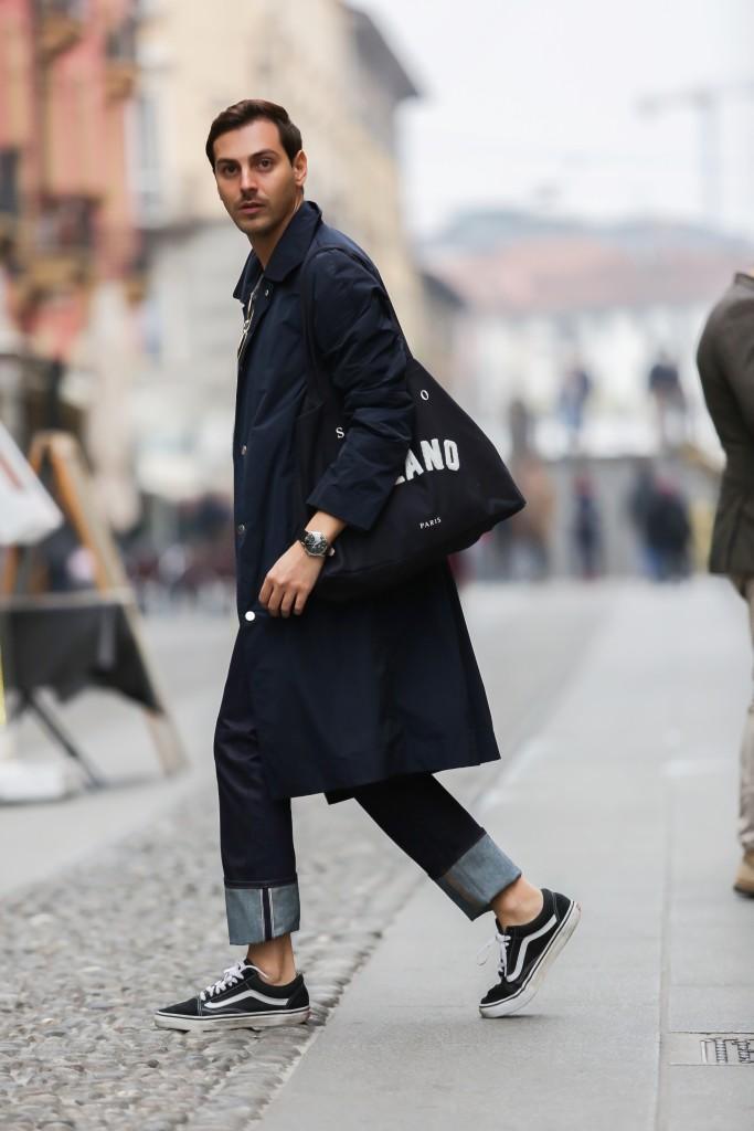 Roberto De Rosa indossa total look Salle Privée e orologio Henry London