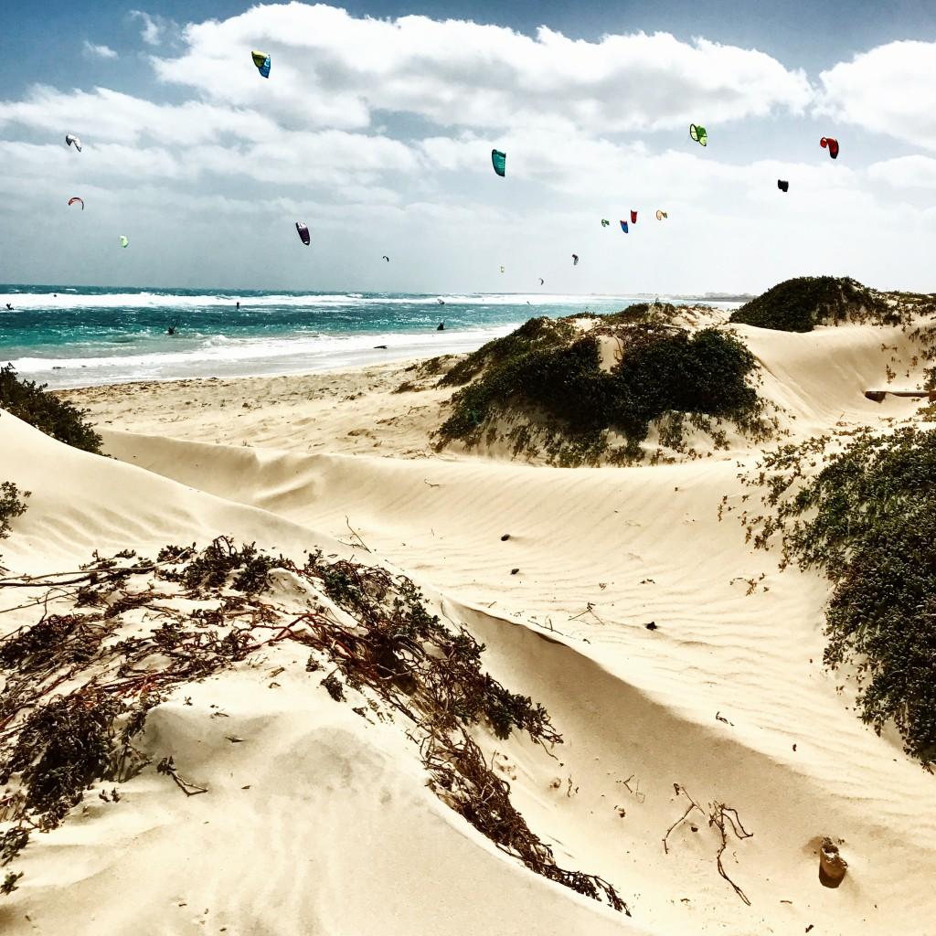 Roberto De Rosa sull'Isola di Sal con Cabo Verde Time - dune di sabbia