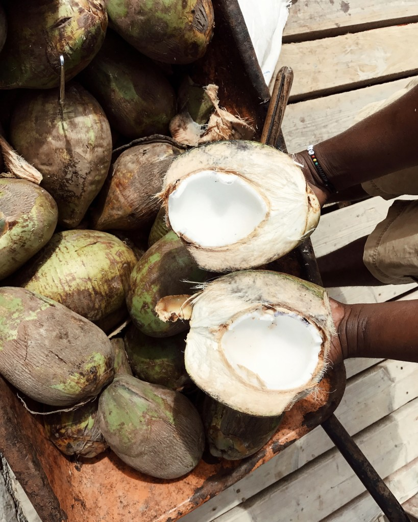 Roberto De Rosa sull'Isola di Sal con Cabo Verde Time - i cocchi