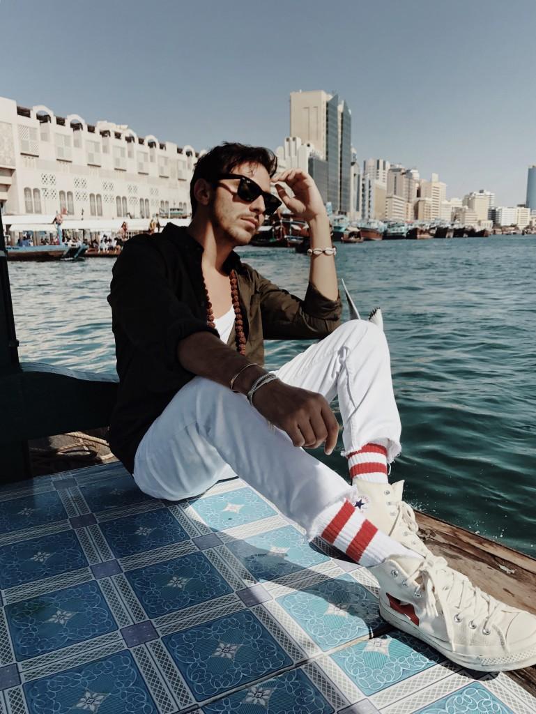 Cosa vedere a Dubai in 5 giorni - Roberto De Rosa a bordo di un Abra